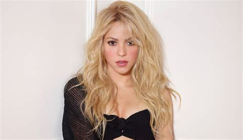 """Shakira Is Releasing A New Song Titled """"Me Enamoré"""" This"""