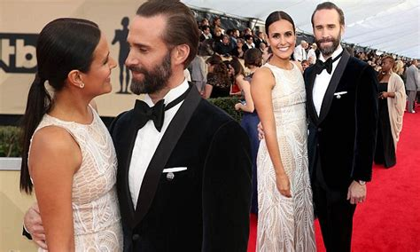 Joseph Fiennes and wife Maria Dolores Dieguez attend SAGs