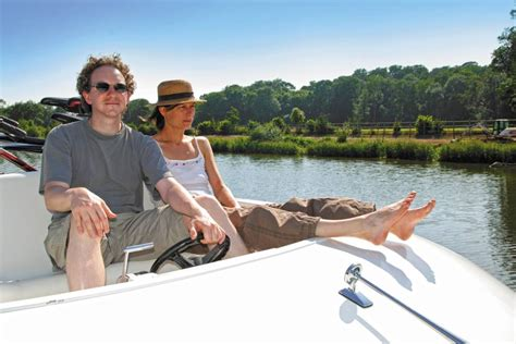 Canal boat hire in Anjou: explore the remarkable Sarthe