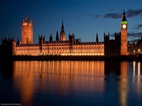 Photo of Palace of Westminster at night