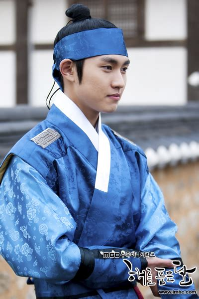 The Moon That Embraces The Sun ~ The Story Begins